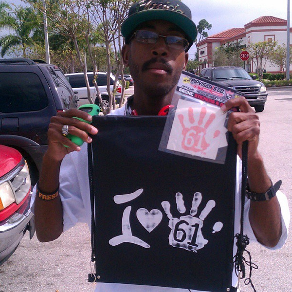 Pipvisions 561 Sticker Fan Love