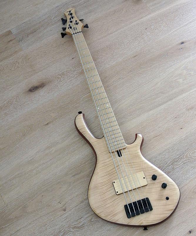 MENSINGER CAZPAR 5p -5 String Short Scale Bass - Flame Maple Top Natural