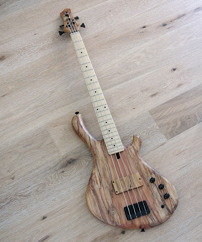 MENSINGER Cazpar 4a -  Active 4 string Short Scale Bass - Spalted Maple Top
