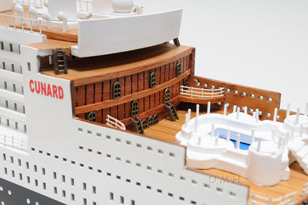 Queen Mary II Large Ship Model