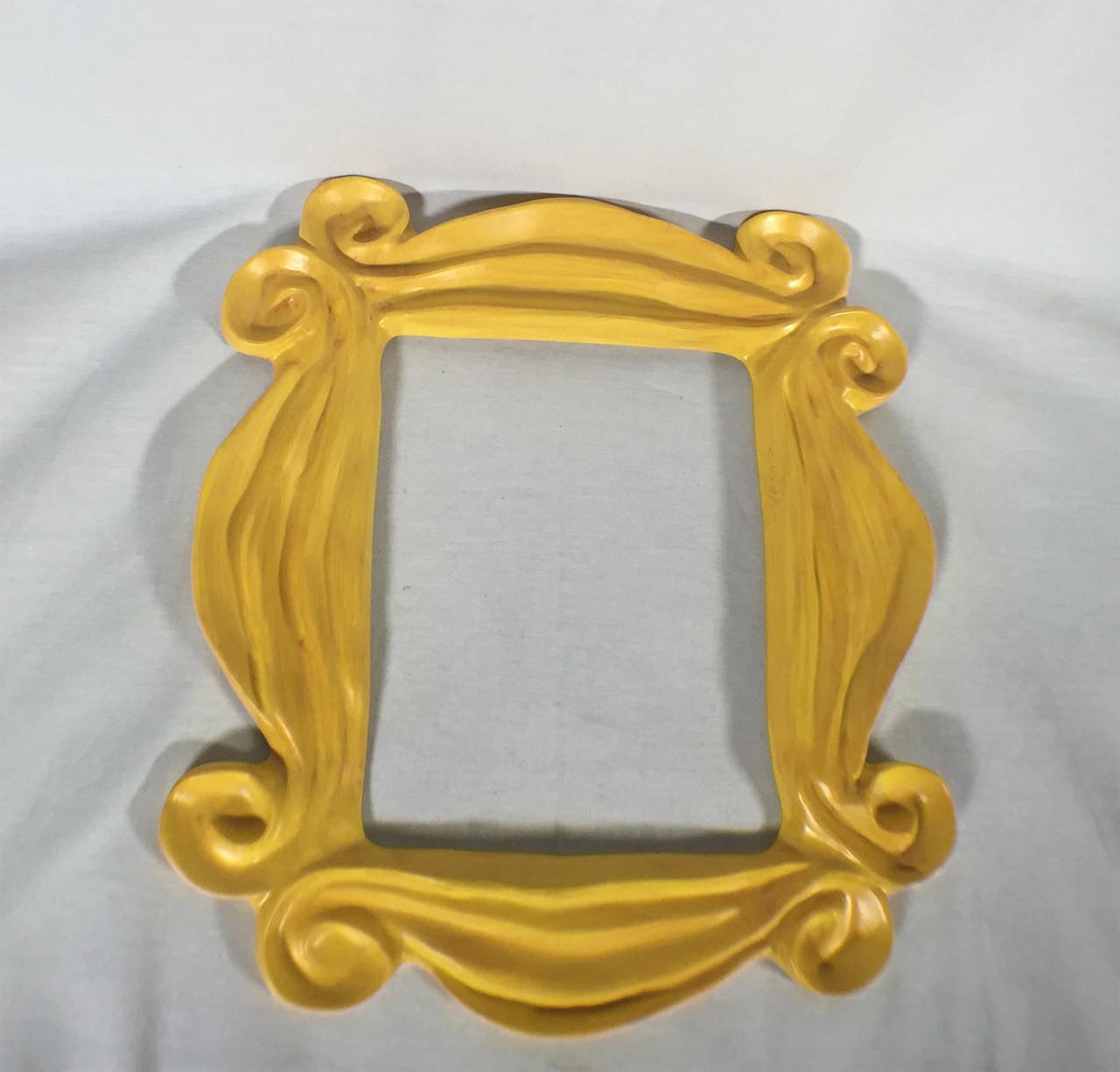 Friends monicas famous peephole door frame reel art friends monicas famous peephole door frame jeuxipadfo Image collections