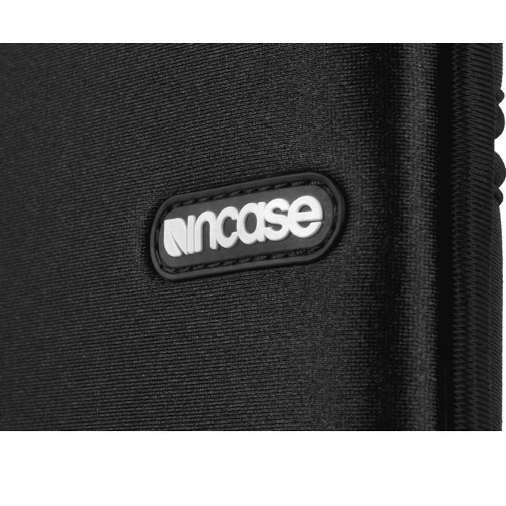 http://d3d71ba2asa5oz.cloudfront.net/12015324/images/cl57802-incase-neoprene-sleeve-macbook-air-black-close__53779.jpg