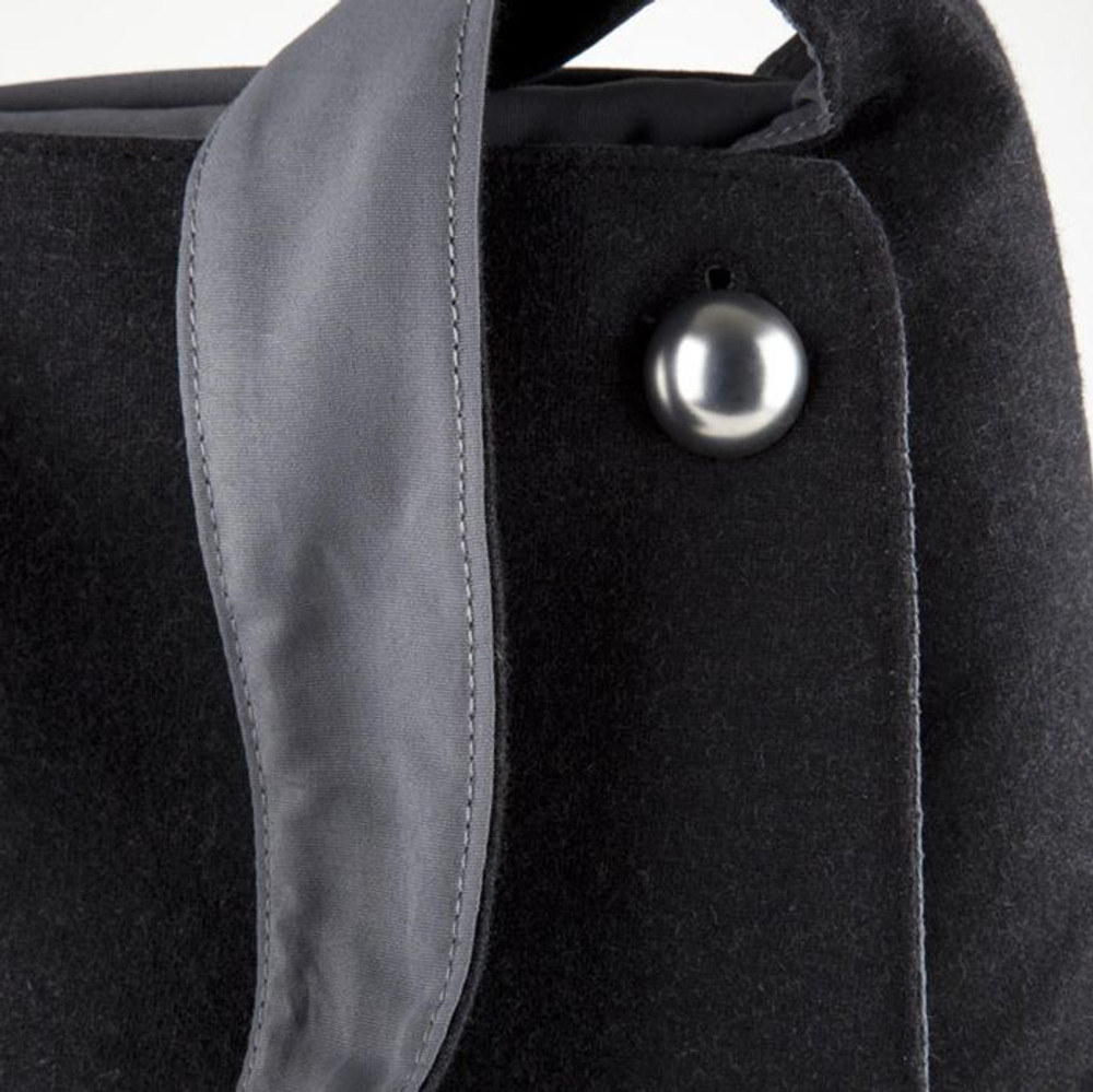 http://d3d71ba2asa5oz.cloudfront.net/12015324/images/speck-a-line-bag-black-grey__56485.jpg