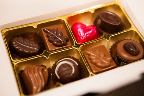 White gift box - 8 chocolates-1 Cerise foiled heart $17.50