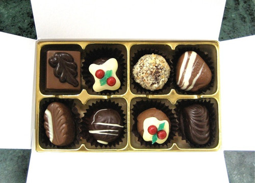 White Gift Box - 8 chocolates with Xmas Truffle Dark $17.50