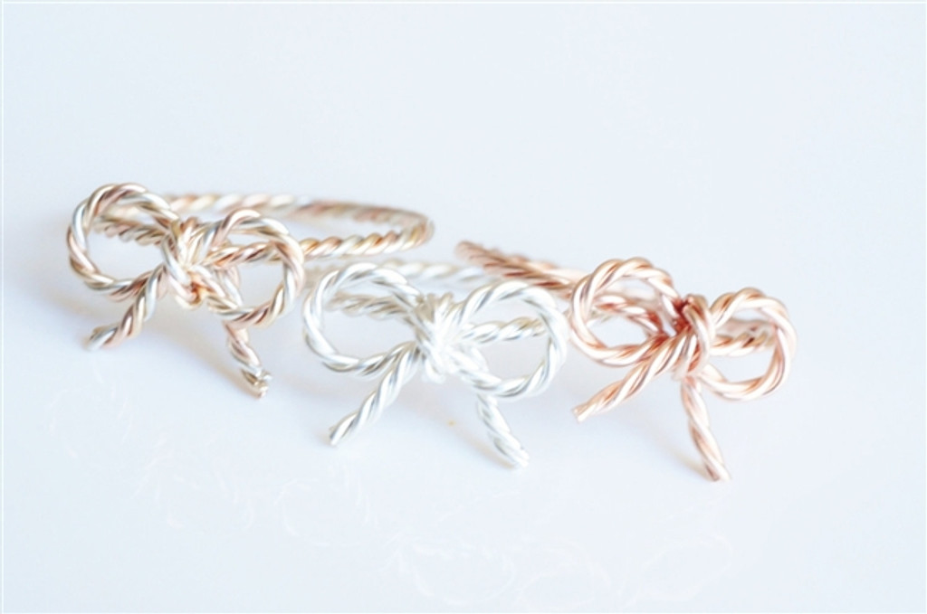 BOW RING with twisted wire