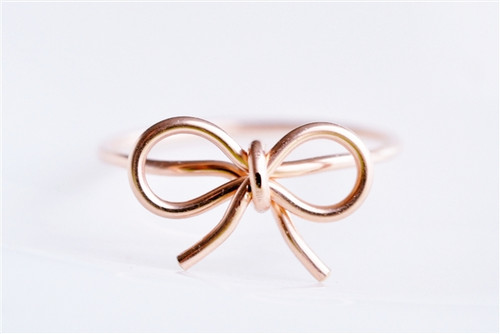 BOW RING with round wire rose gold