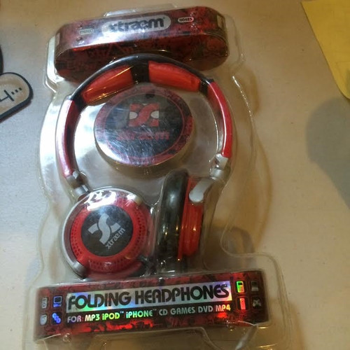 xTreme Red Folding Headphones for mp3, ipod, iphone,cd, games,dvd,mp4