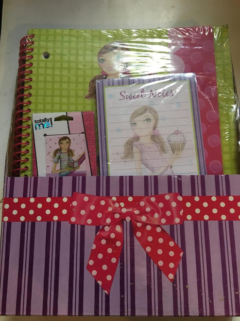 Totally Me Gift Set inclues: Magnetic Page Markers, Magnetic List Pad & Large Spiral Notebook