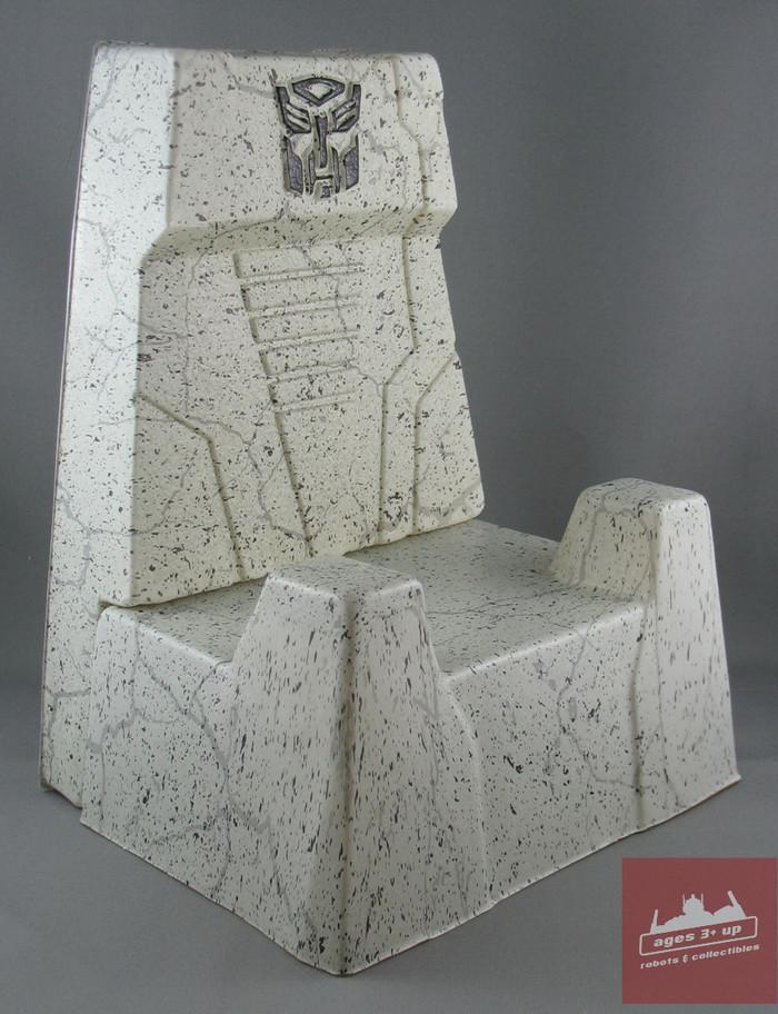 MP-08x - Throne - Masterpiece King Grimlock