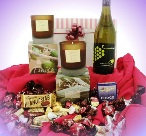 117 LCP2 Sweet Kiwi - contains Curious Kiwi White Wine, Candles & Sweets