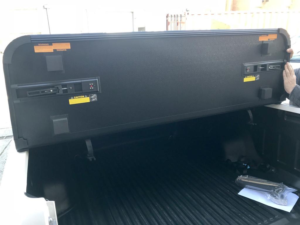 Hard Tri-Fold Tonneau Cover for Nissan Navara NP300