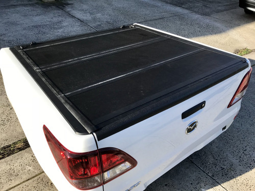 Quad-Fold Lid Tonneau Cover for Nissan Navara NP300