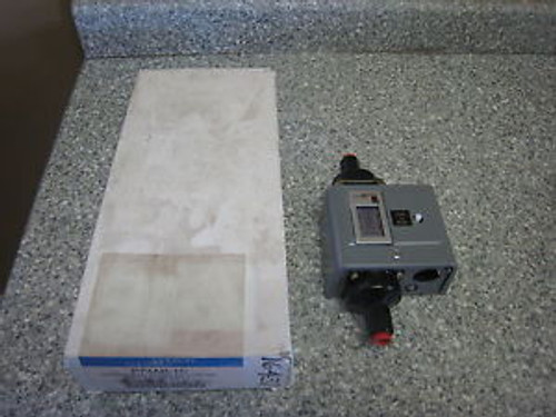 Johnson Controls P74AB-1C Differential Pressure Control New