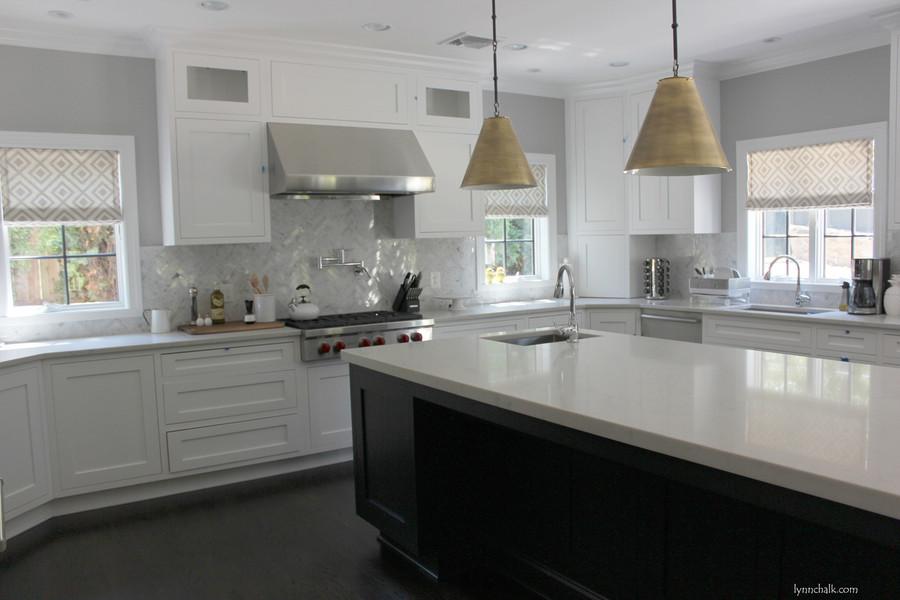 Kitchen Roman Shades in La Fiorentina in Light Grey on Off White Background