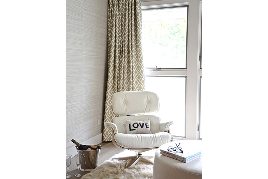 Beautiful Bedroom Drapes in Treads (D2interieurs.com)