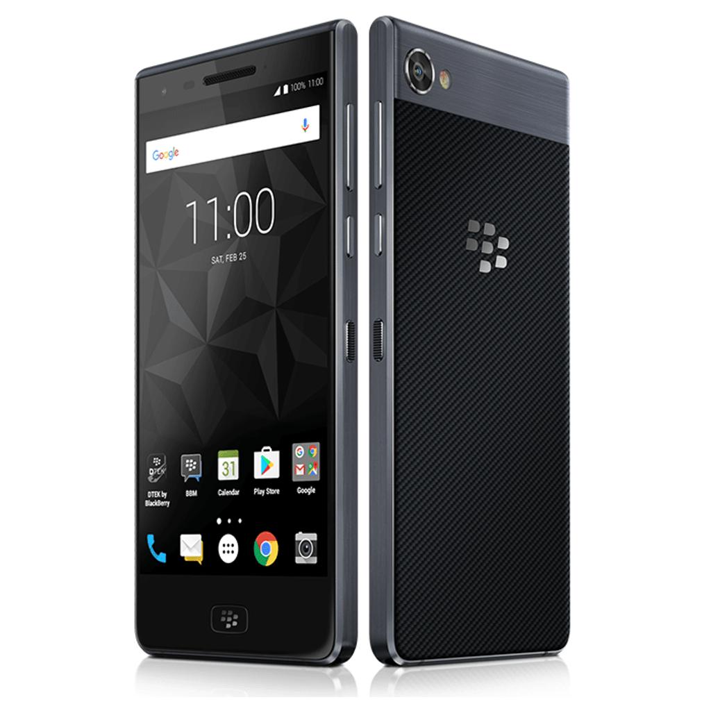 BlackBerry Motion   Side By Side