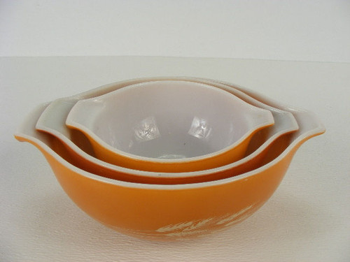 A three piece set of vintage Pyrex mixing bowls in a wheat pattern ...