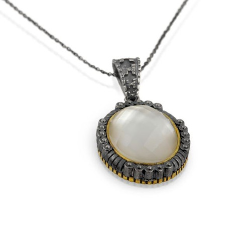 """SIGNATURE AUTHENTICO MOTHER OF PEARL FACETED OVAL PENDANT ON A 16"""" NECKLACE"""