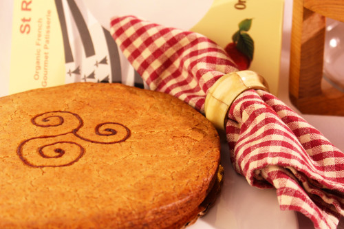 ORGANIC STRAWBERRY BRETON CAKE