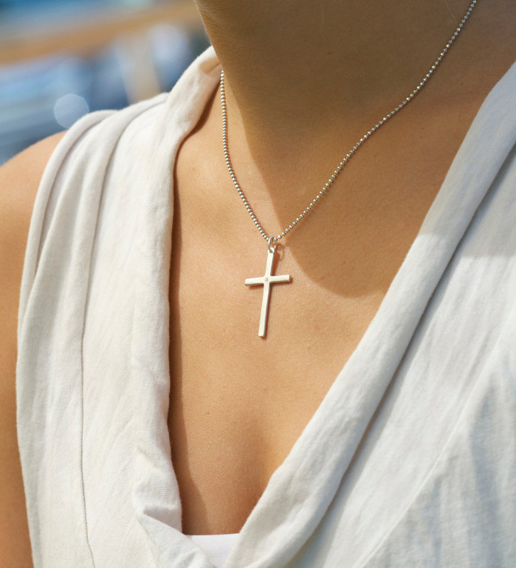 Large Cross silver with a diamond