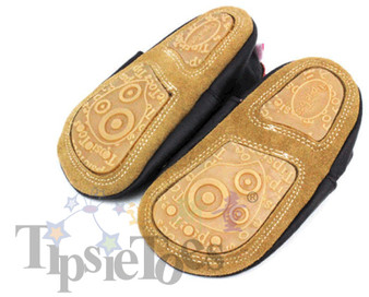 The size 128 - 12 to 20 months comes with this suede and TPR sole which helps with traction while they are walking.