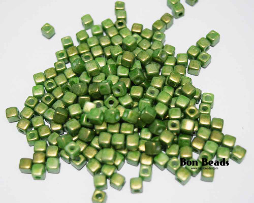 6/0 Pantone Lucite Green Cubix® (50 Grams)