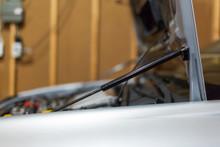 Hood Struts - Subaru 02-07 Impreza/WRX/STI