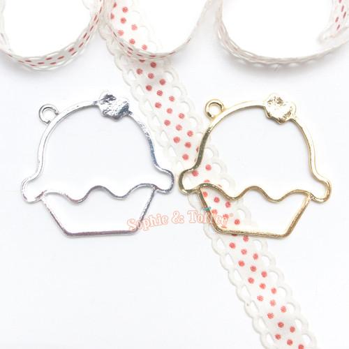 Cupcake Open Bezel Charm - 3 pieces