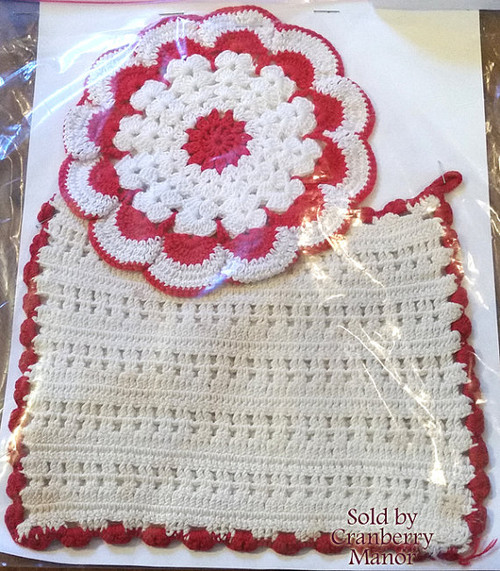 Cute Hand Crocheted Doily Pot Holder Linens in Red & White, Set of 2 Vintage Gift