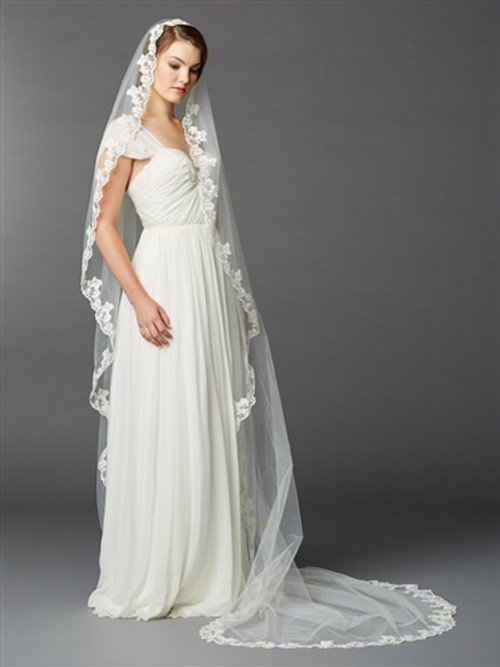 Single Layer Cathedral Mantilla Bridal Veil with Scalloped Lace Edge