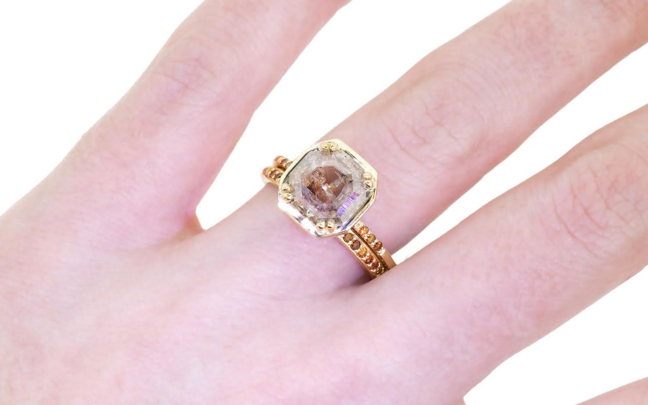 MAROA Ring in Yellow Gold with 1.19 Carat Peach and White Diamond
