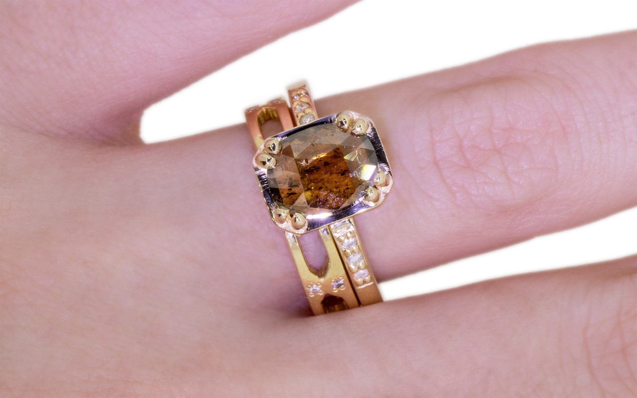 MAROA Ring in Yellow Gold with 1.42 Carat Cocoa Diamond