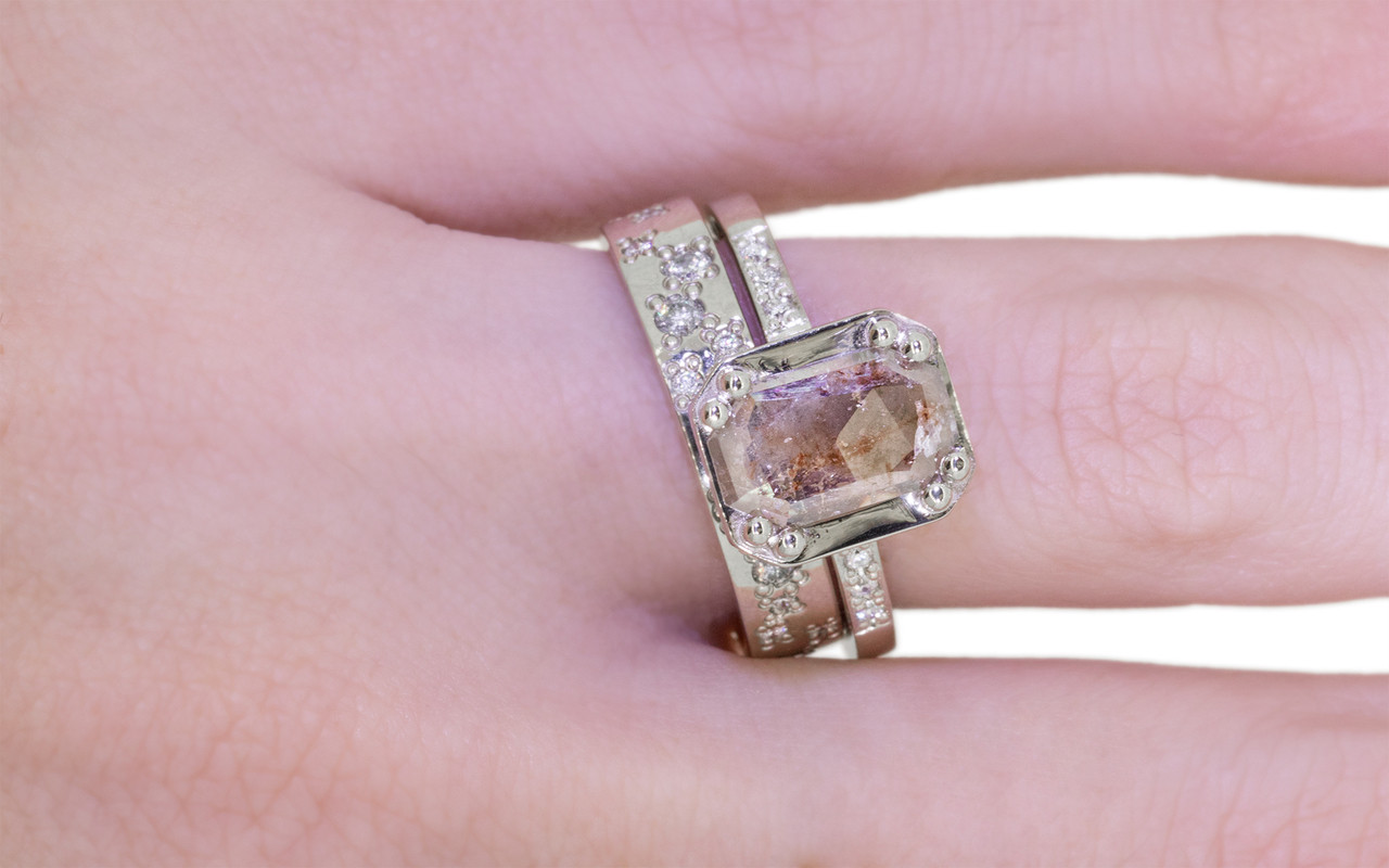 MAROA Ring in White Gold with .81 Carat Gray/Cognac Diamond
