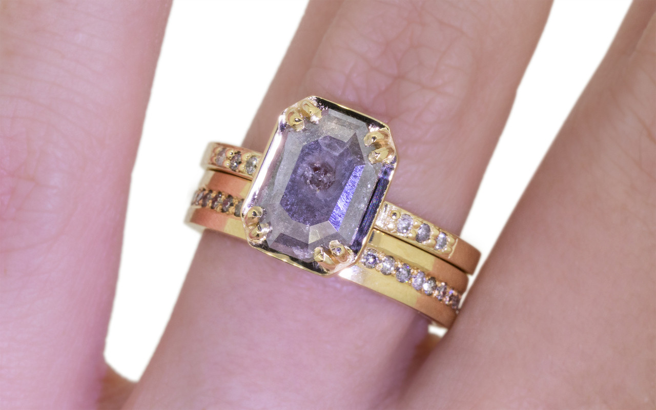 AIRA Ring in Yellow Gold with 1.39 Carat Gray Diamond
