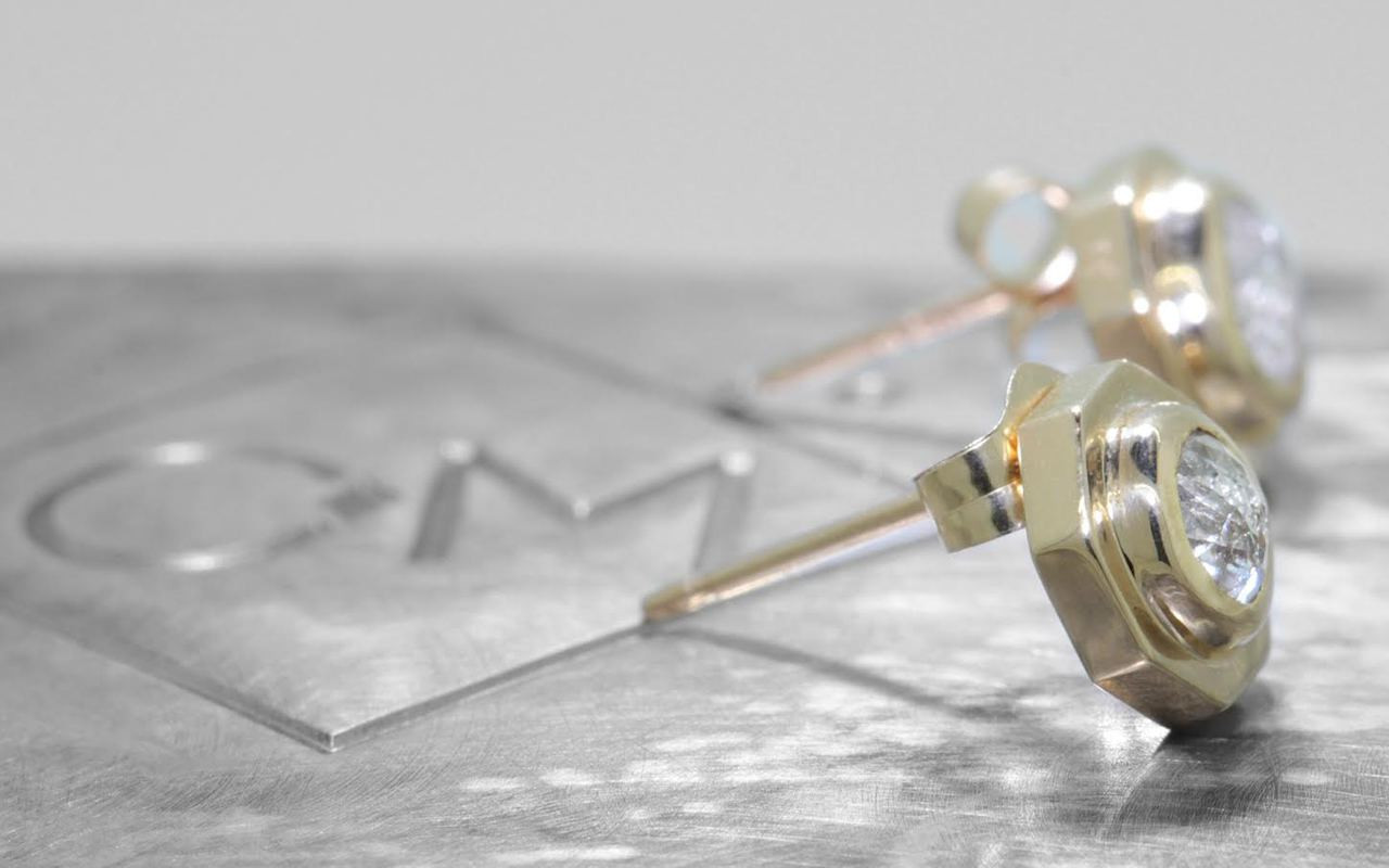 ASKJA Earrings in Yellow Gold with .71 Carat Icy White Diamonds