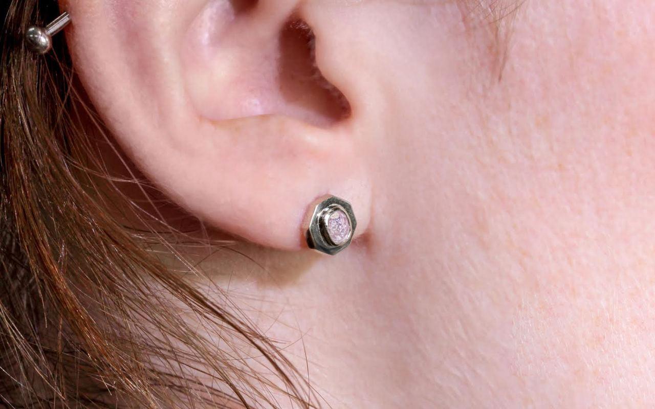 ASKJA Earrings in White Gold with .45 Carat PInk/Purple Diamonds
