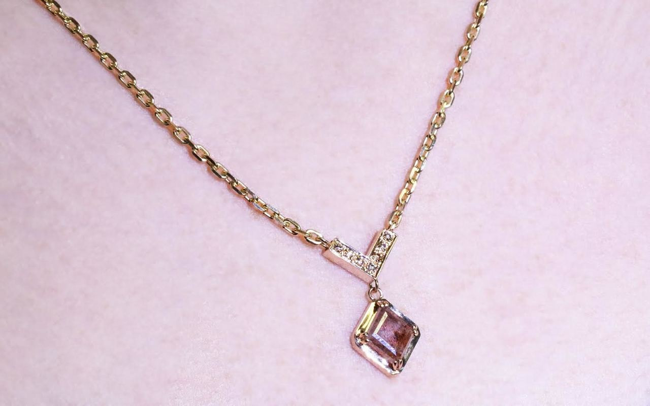 MALLAHLE Necklace in Yellow Gold with .86 Carat Peach and White Diamond