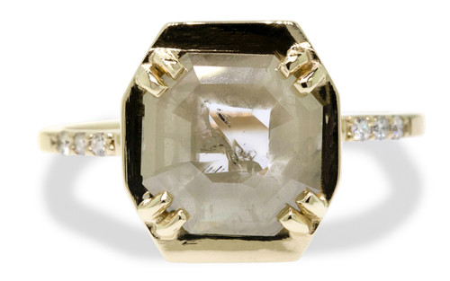 AIRA Ring in Yellow Gold with 1.24 Carat Light Moss Green and White Diamond