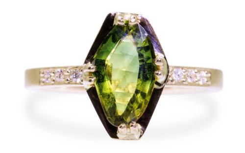 KIKAI Ring in Yellow Gold with 1.96 Carat Green Sapphire