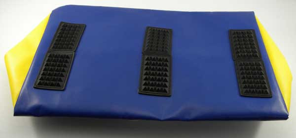 """Rubber """"feet"""" with studs sewn on the bag bottom offers resistance against the turf (or sand)."""