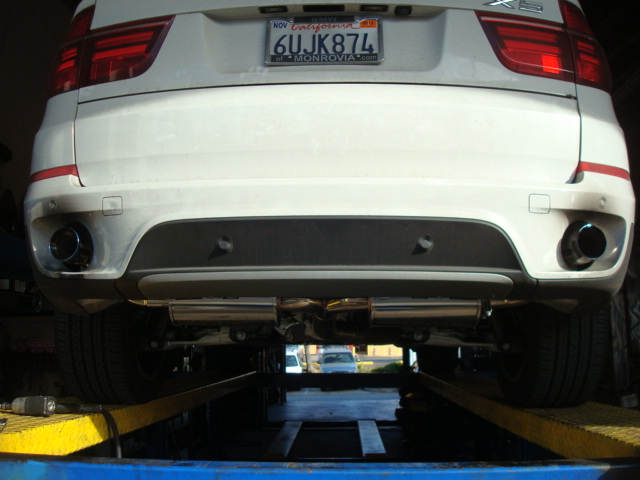megan-racing-07-13-bmw-x5-v6-stainless-rolled-tip-axle-back-exhaust.jpg