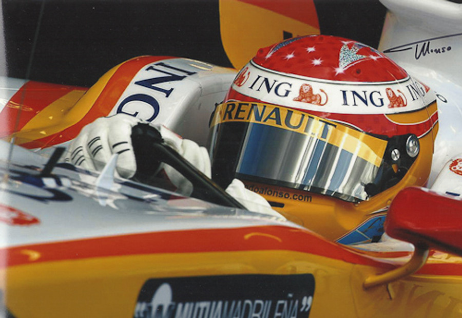 Fernando Alonso Signed Photograph 2009 - 2