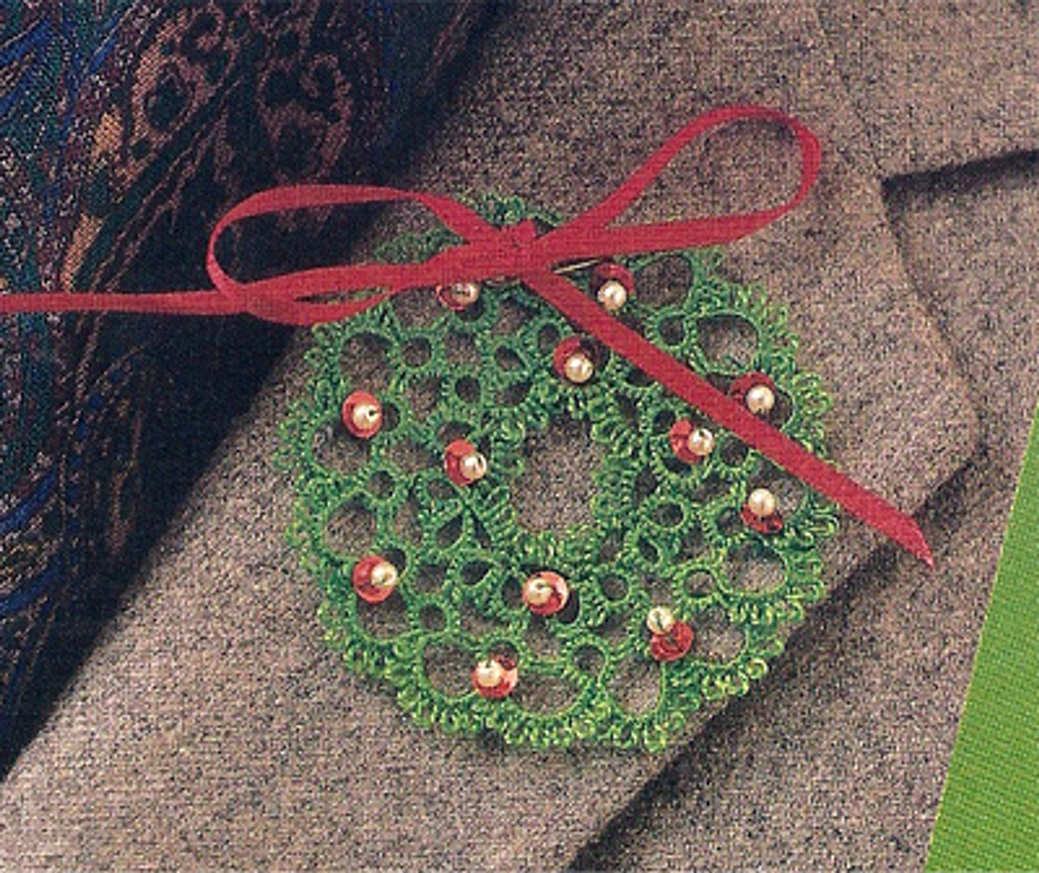 Free Tatting Pattern For Holiday Wreath Pin Ornament