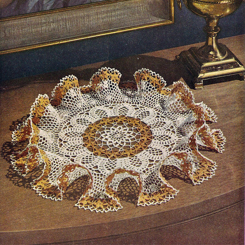 Two Tone Daisy Ruffled Crochet Doily Pattern