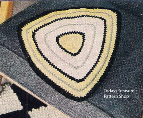 Free Crochet Pillow Pattern in Triangle Shade