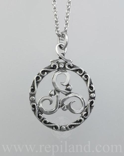 Ciùnas Triskele Pendant, circular frame around a triskele.