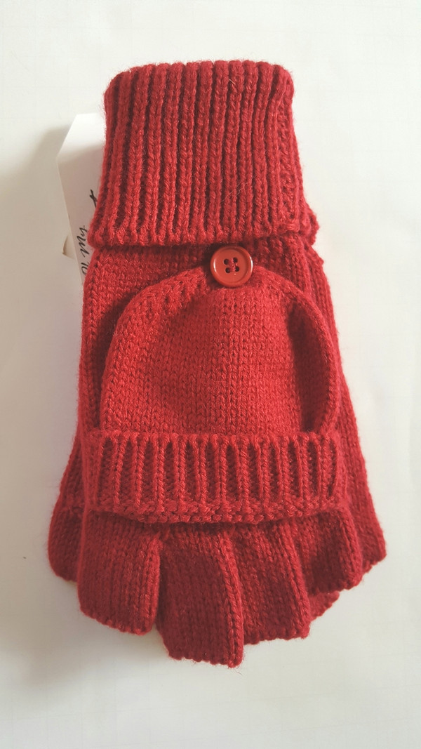BUTTON ACCENT KNIT THUMBHOLE GLOVE RED