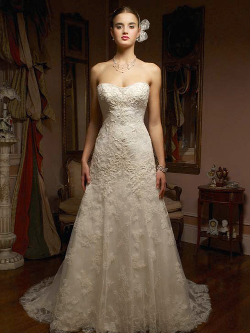 Stunning and Romantic Casablanca Bridal Gown 1827