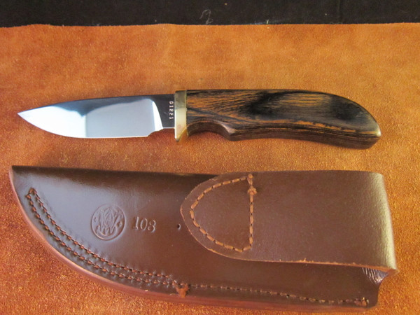 S&W Survival Series Model 6070 Skinner and sheath